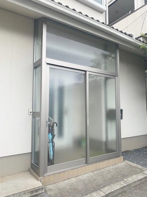 玄関先の風を遮る👍風除室取付工事🛠